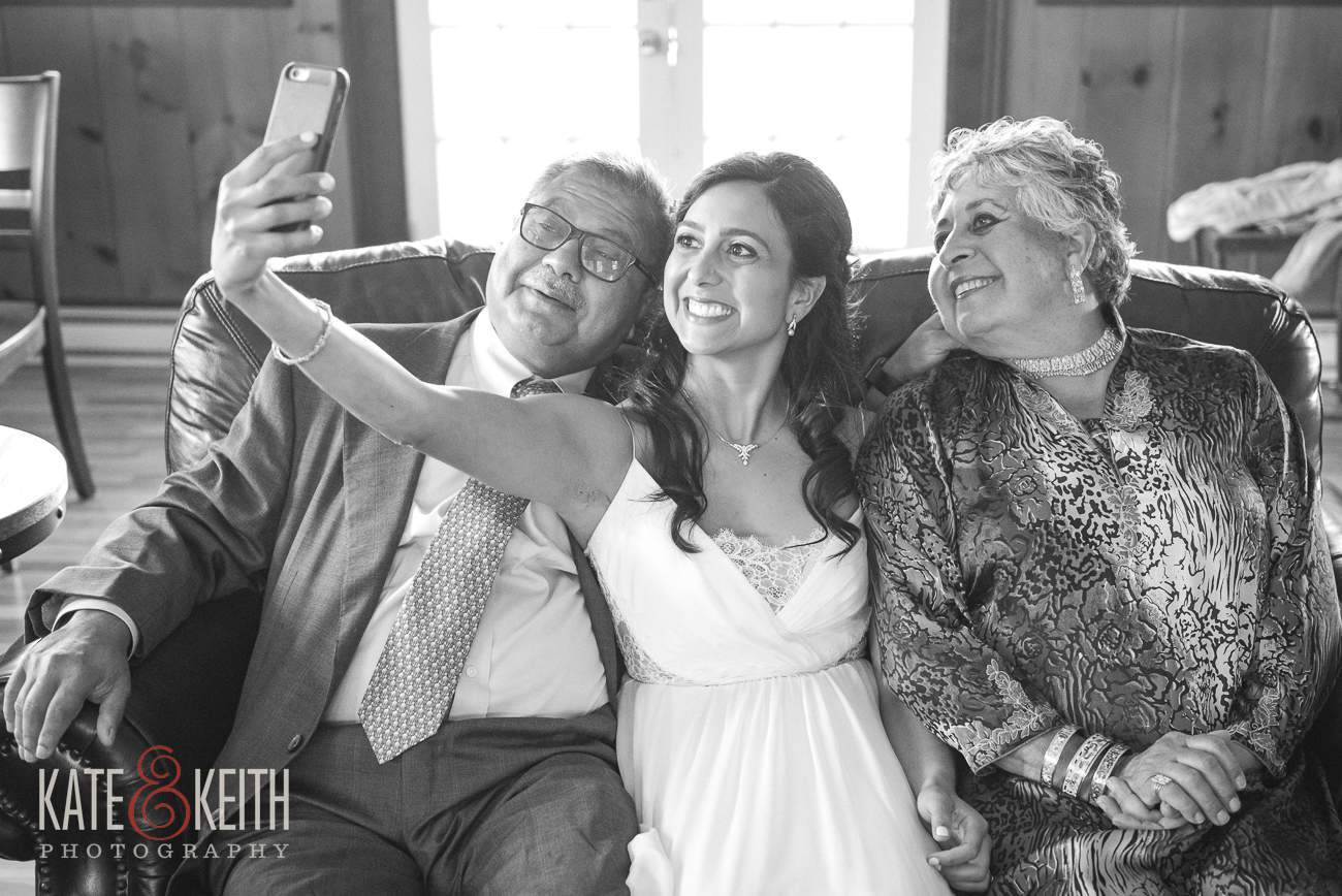 Wedding selfie Bride and parents