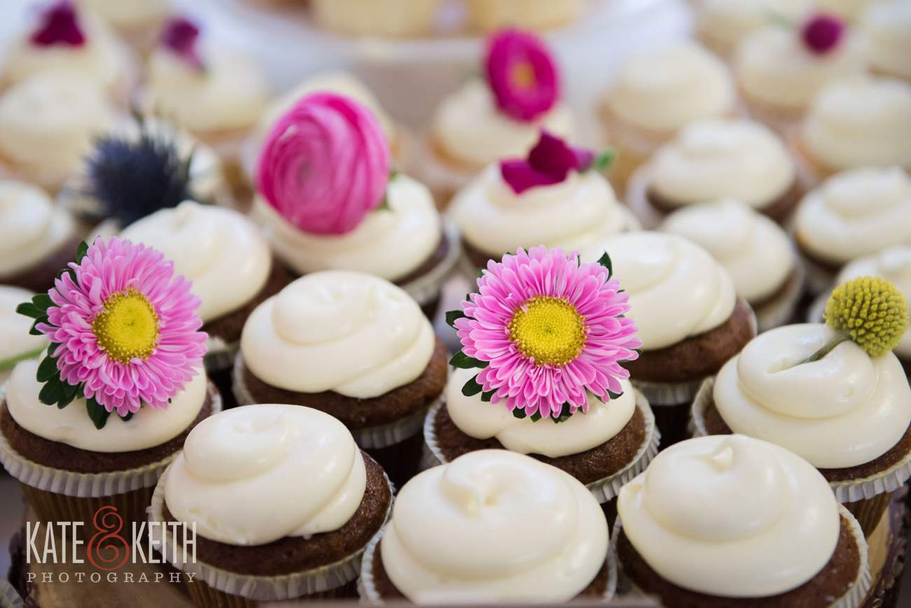 Wedding flowers and cupcakes inspiration